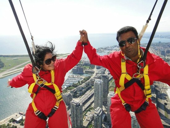 Edge Walk at the CN Tower : On top of the World