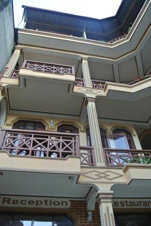 Lotus Hotel: facade