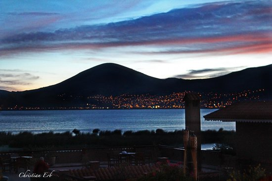 Hotel Isla Suasi: Niteview to lake Titicaca and Puno 3812 m…