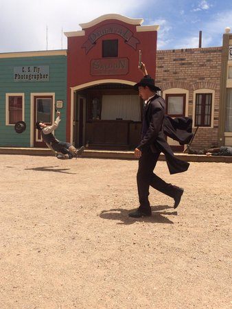 Tombstone Gunfighters: Doc holiday doing his thing !