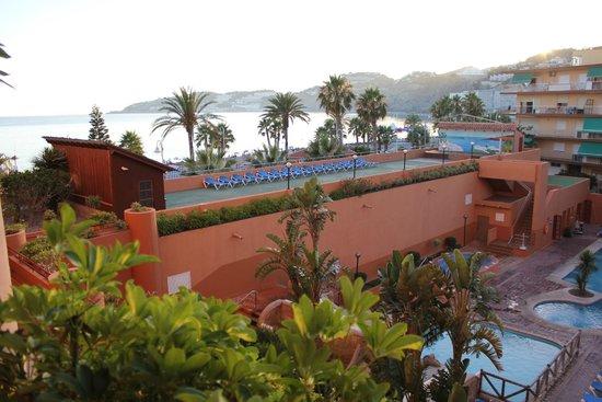 Almuñecar Playa Spa Hotel: Vistas desde la habitación. Zona de la Piscina.