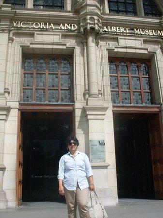 Cafe @ V&A Museum: Entrada do museu