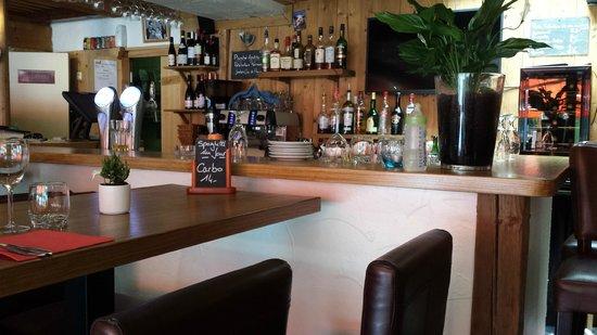 L'Alpin: le bar bien fournit comme on le constate
