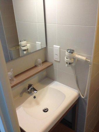 Appart'City Narbonne Centre : salle de bain