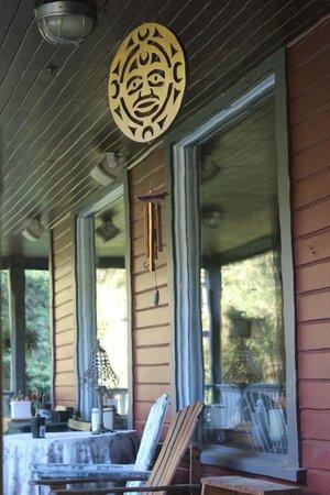 Sasquatch Crossing EcoLodge: Intriguing light