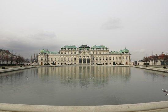 Belvedere Palace Museum : Vista frontal do Upper Belvedere