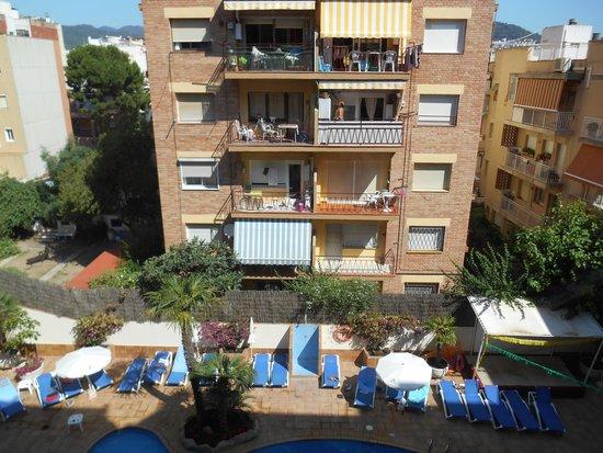 Aqua Hotel Promenade: Blick in Hinterhof vorm Swimmingpool