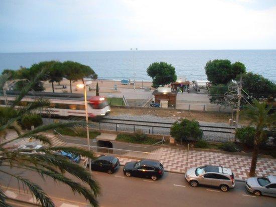 Aqua Hotel Promenade : Meerblick und Regionalzug nach Barcelona