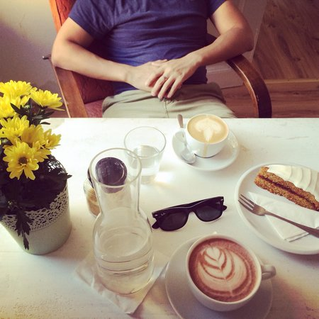 Tricafe : Coffe, hot chocolate & a slice of happiness in Prague.