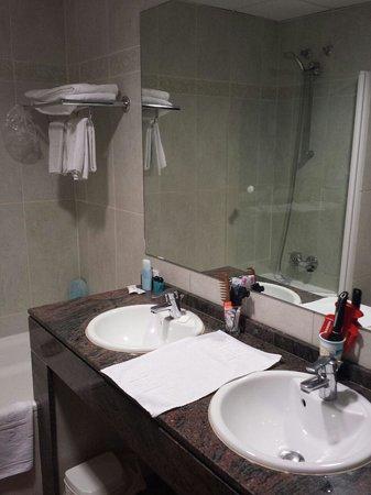 Hotel Cibeles Playa: baño