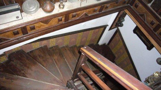 Homeros Pension & Guesthouse: escalier sale d'accés à la chambre