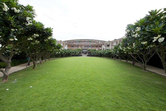 InterContinental Hua Hin Resort: Frangipani trees around the lawn.