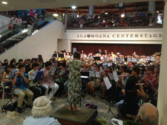 Ala Moana Center : University of Hawaii Summer Band at Center Stage