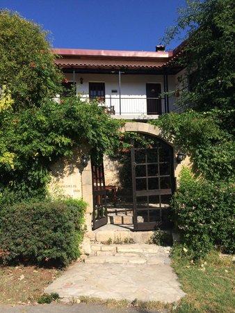 Vasilias Nikoklis Inn: Entrance