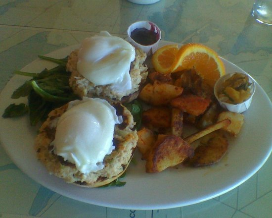 Hudson Point Cafe: Crab Cakes Benedict Best in the NW
