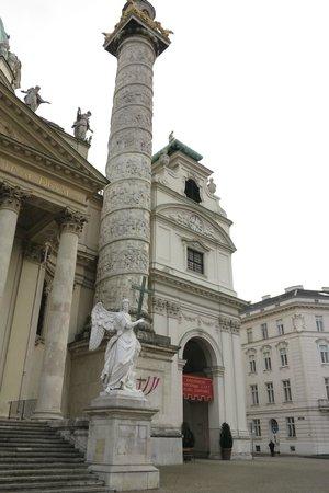Karlskirche: Adornos da fachada