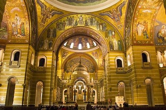 Cathedral Basilica of Saint Louis : View of front arcj
