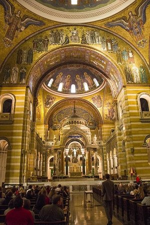Cathedral Basilica of Saint Louis: Main altar