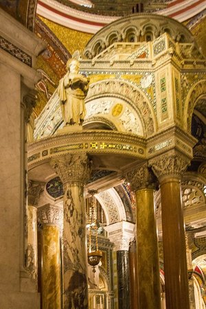 Cathedral Basilica of Saint Louis: Details of altar area