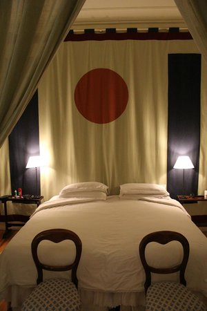 Casa de Madrid: room_1