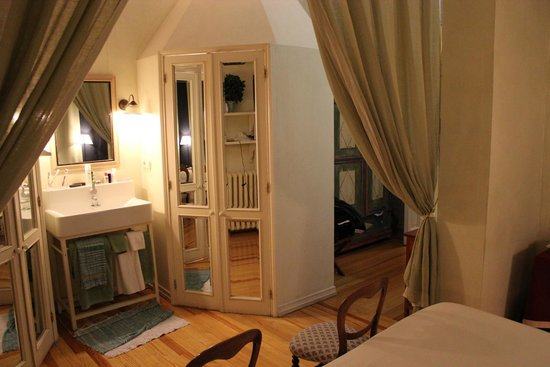 Casa de Madrid: room_2
