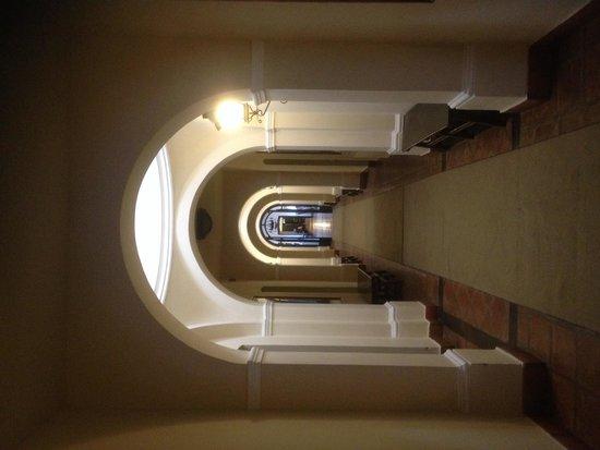 Patios de Cafayate Wine Hotel: La galería a nuestra habitación