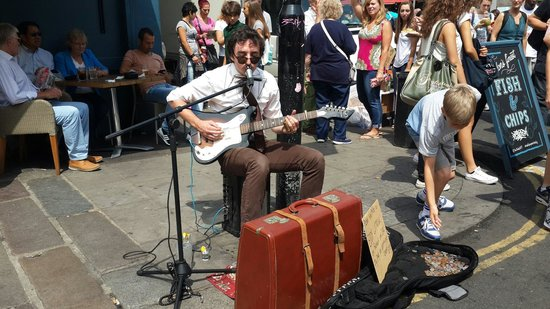 Portobello Road Market: Busker on a hot saturday morning