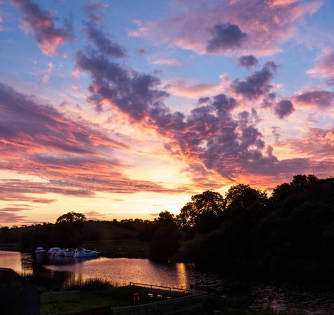 Corrigan's Shore House: Morning Sunrise over the River Erne