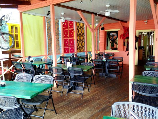 Buena Vista: New tables and chairs