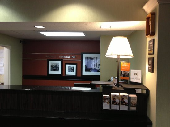 Hampton Inn Savannah - I-95/Richmond Hill: Hotel lobby