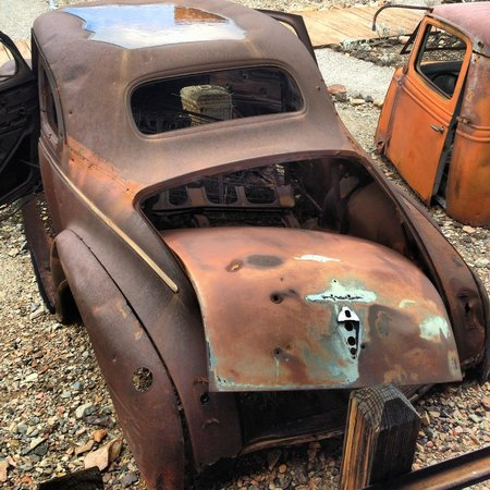 Castle Dome Mines Museum & Ghost Town: Nothing beats an old rusty car...