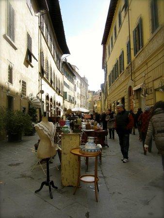 Arezzo 39 s monthly antiques market foto di fiera dell for Arezzo antiquariato