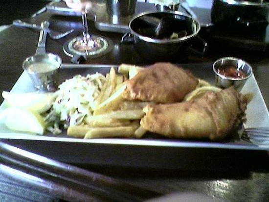 Irish Times Pub: Irish Times Fish & Chips - Wonderful!