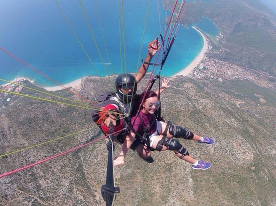 Hotel Karbel Sun: Paragliding - a must do!