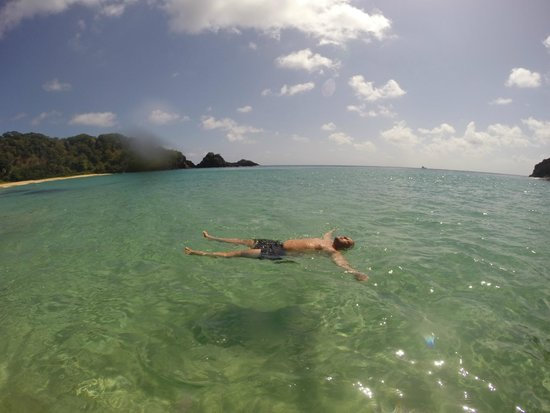 Baia do Sancho: Banho de mar na praia do Sancho