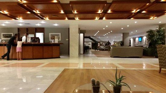 Kontokali Bay Resort and Spa: Lobby