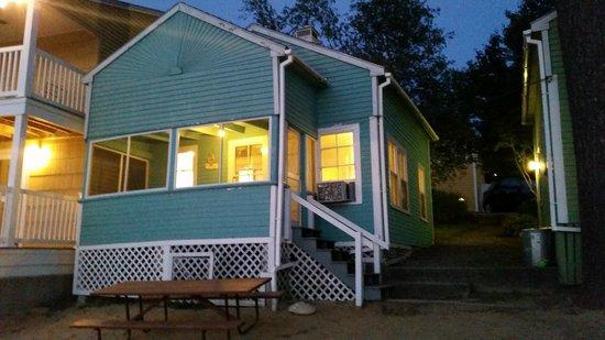 The Naswa Resort: Cottage at night