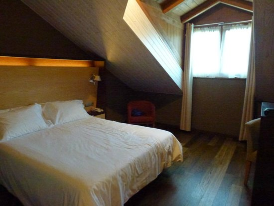 SOMMOS Hotel Aneto: Cama