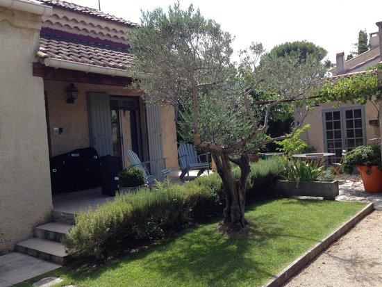 Saint remy de provence village a pied piscine chauffee for Camping saint remy de provence avec piscine