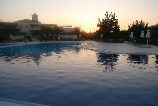 Pilot Beach Resort: Sunset over one of the pools