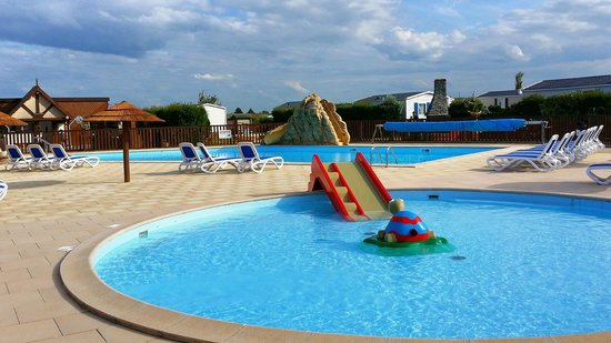 Camping Le Cormoran : Outdoor Swimming Pool