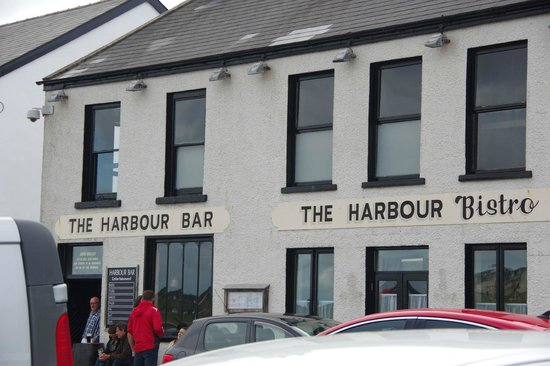 The Port Hotel : Harbor dining and pub