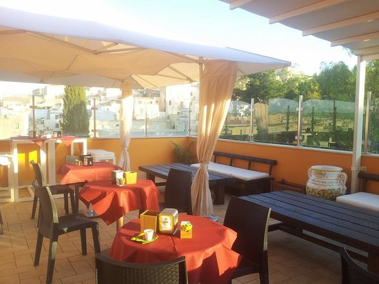 Hotel Flora: Colazione o aperitivo..? Breakfast or Happy hour..?!