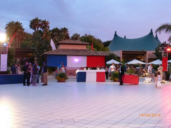 Club Med Kamarina : 14 juillet,place agora