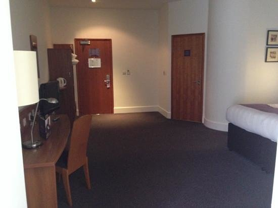 Premier Inn London City (Tower Hill) Hotel: Room 508