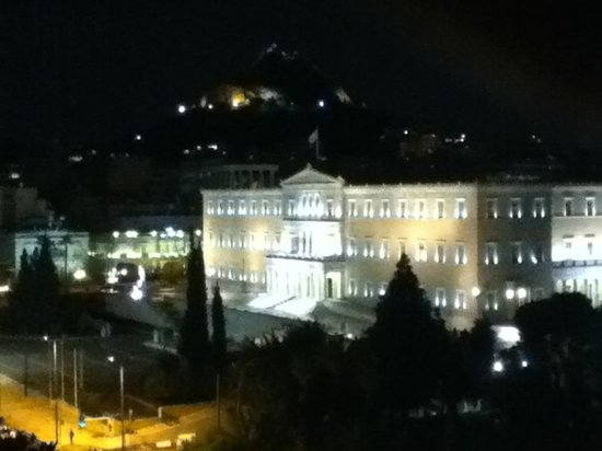 Amalia Hotel: Parliament Bldg. w/Lycabettus to rear