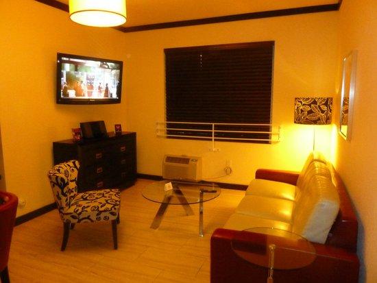 Tradewinds Apartment Hotel : Living