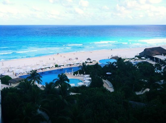 Live Aqua Beach Resort Cancun: Vista do quarto