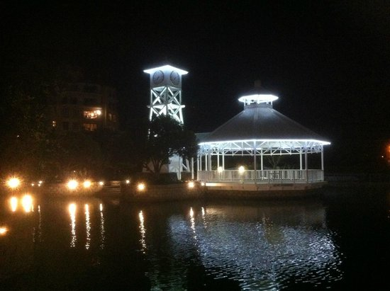 Waterways Cafe & Bar: Night view of rotunda on the canal