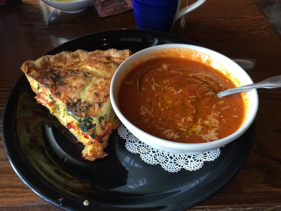 Cafe Bocado : Artichoke quiche and tomato soup. Wonderfully hot and fresh.